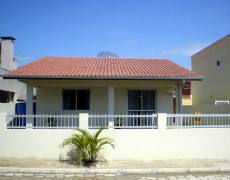 casa com 2 quartos em Bombinha
