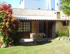 Casa com 02 quartos em Bombinhas